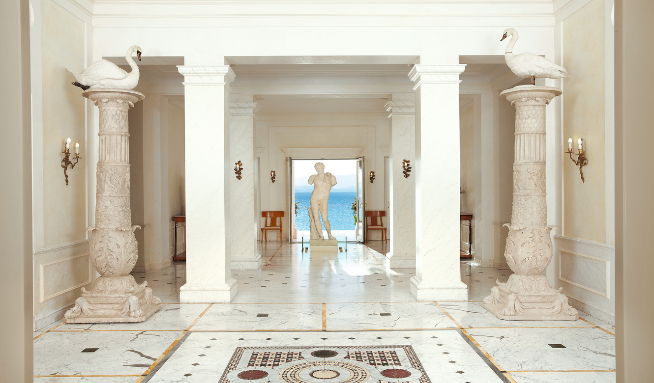 09-Greek-Gods-and-Towering-Marble-Columns-Greet-You-at-the-New-Lobby-Lounges_72dpi.jpg