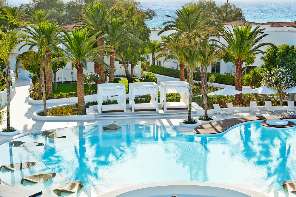 12-Landscaped-pool-with-impressive-pavilions-and-leaf-sunbeds-for-relaxing_72dpi.jpg