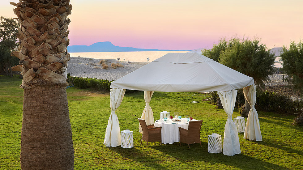private_dining_by_the_beach_at_creta_palace_5993.jpg